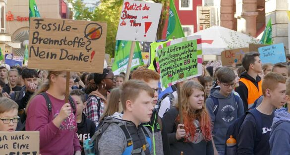 Bis zu 5.000 Menschen beim Klima-Demo-Zug