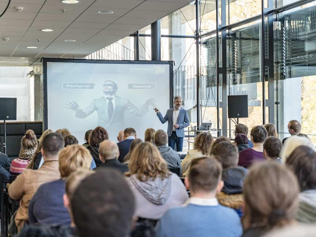 Karriereplanung einfach & erfolgreich: Auf dem Wuppertaler Karrieretag kommen Bewerber und Unternehmen zusammen
